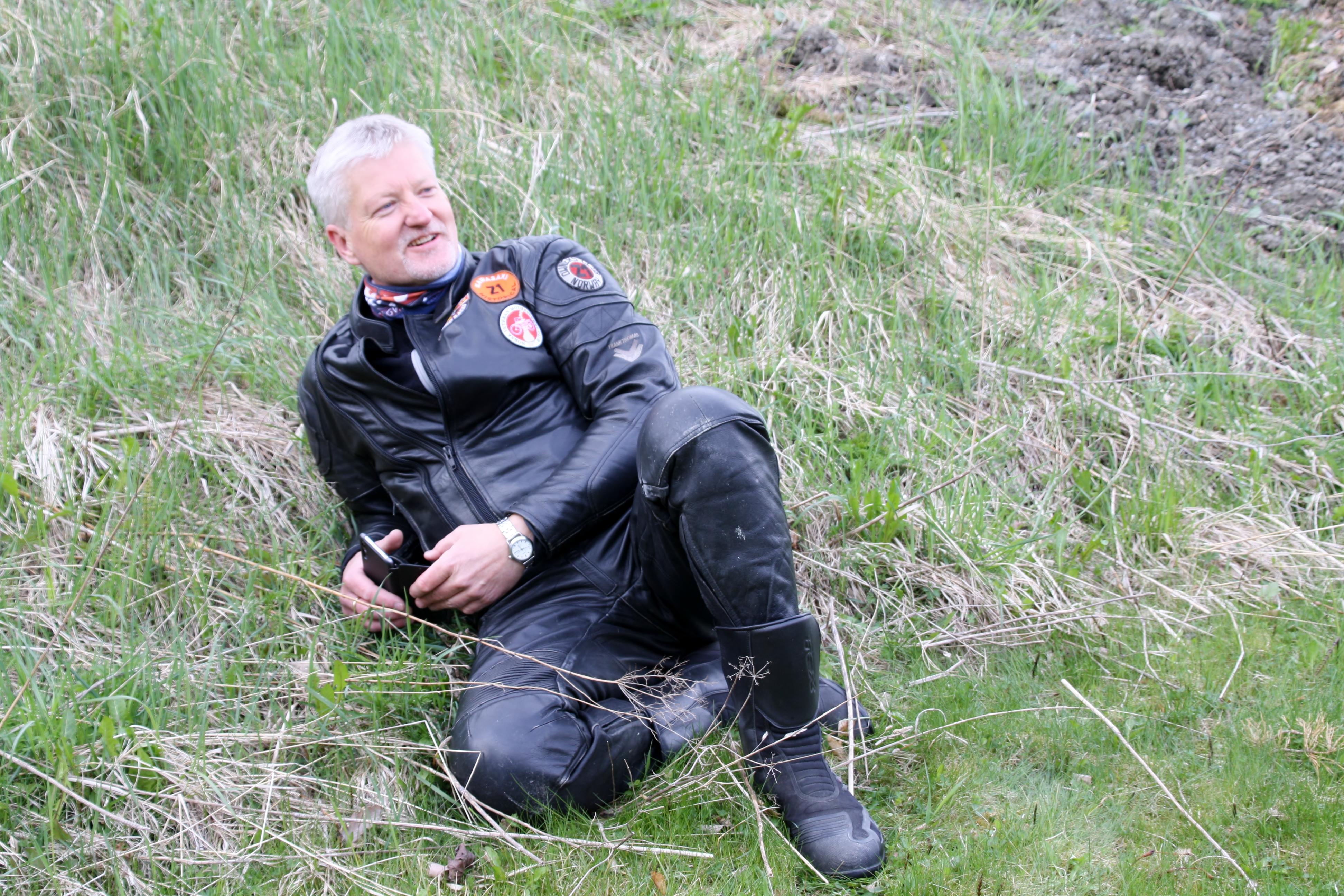 Tore slapper av i gresset.JPG