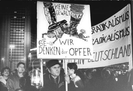 Bundesarchiv_Bild_183-1989-1218-037_Leipzig_Montag