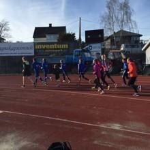 For en sesongstart! Over 70 barn og unge var samlet på Gjøvik stadion 4.5