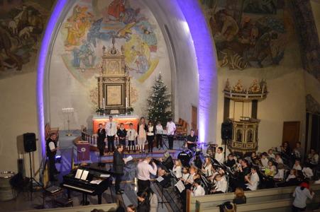 Korpset under lysmesse Ullensaker kirke.JPG
