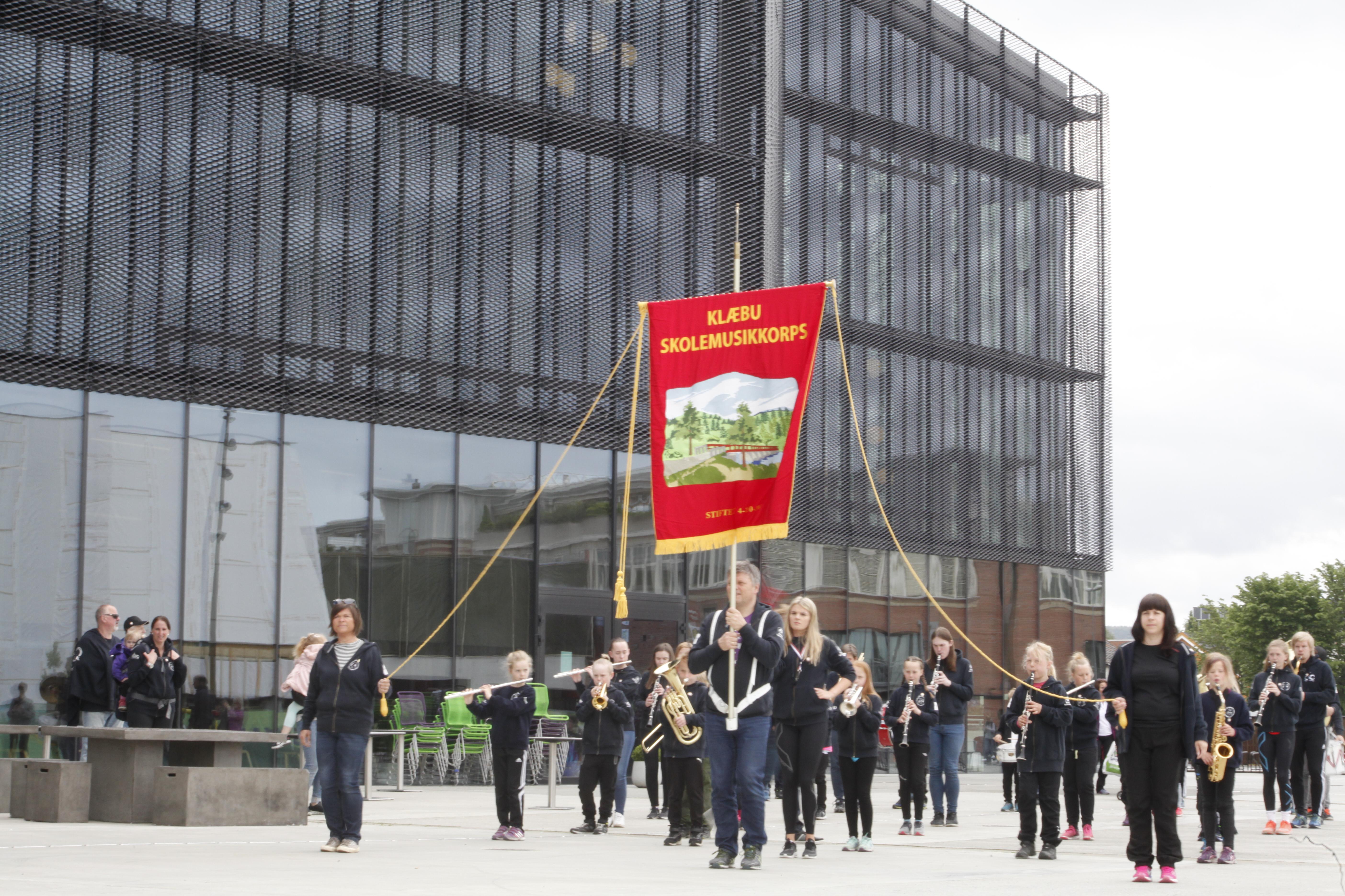 """Blåtur 17.06.2017 til Stjørdal, Meråker og Storlien. Korpskonsert ved Kimen Stjørdal), klatreaktiviteter i Rypetoppen (Meråker) og """"godsihande""""l på Storlien."""