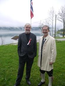 Bilder fra flaggheisingen ved Velhuset 17. mai. Jaer Skoles Musikkorps sørget, tradisjonen tro, for flott musikk.