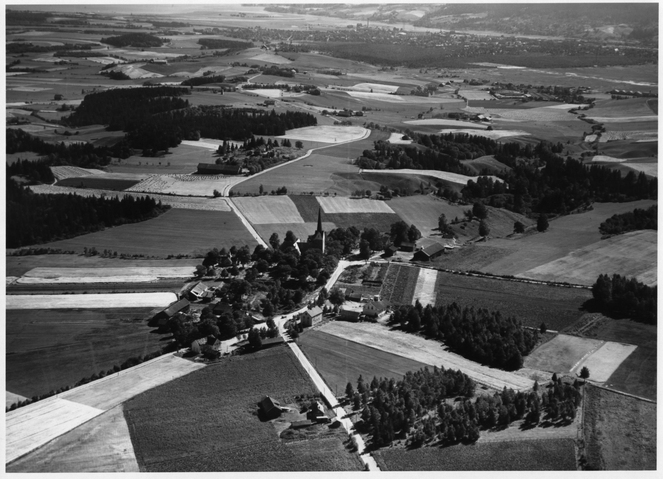 skedsmo-kirke-flyfoto.JPG