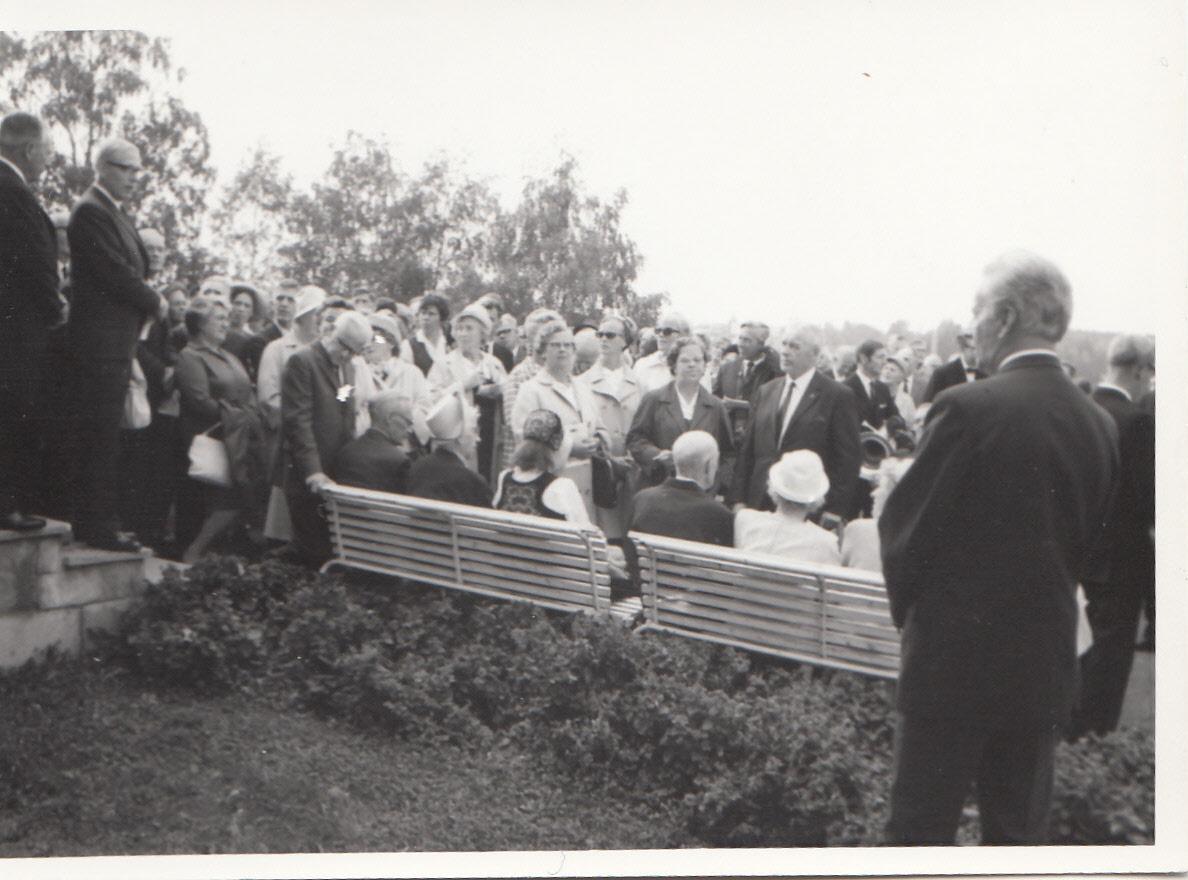 1970-03.jpg