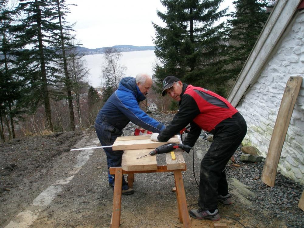 vre Bleken 13.mars. Nye benker og bord lages.jpg