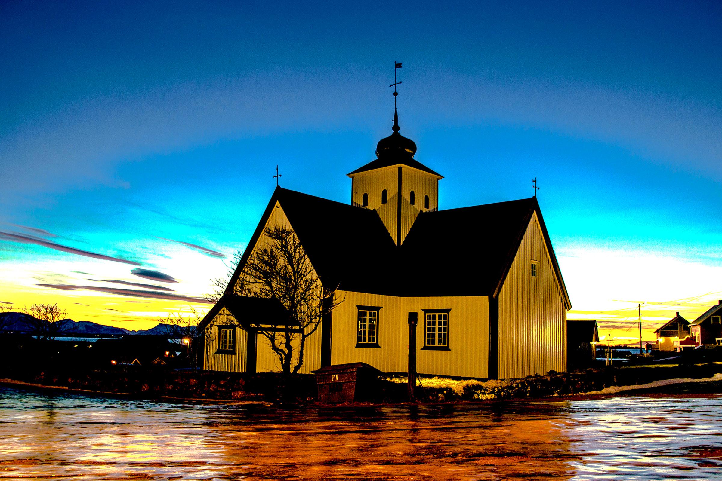 A - Bud kirke i solnedgang.jpg