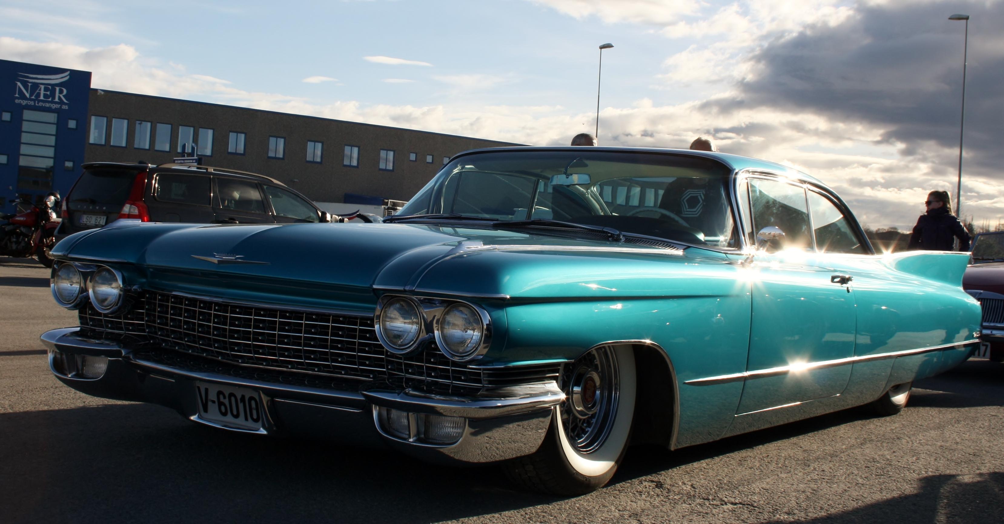 Cadillac lav.JPG