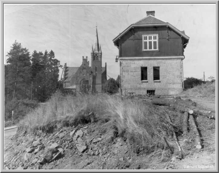 Høvik_bibliotek&kirke.jpg