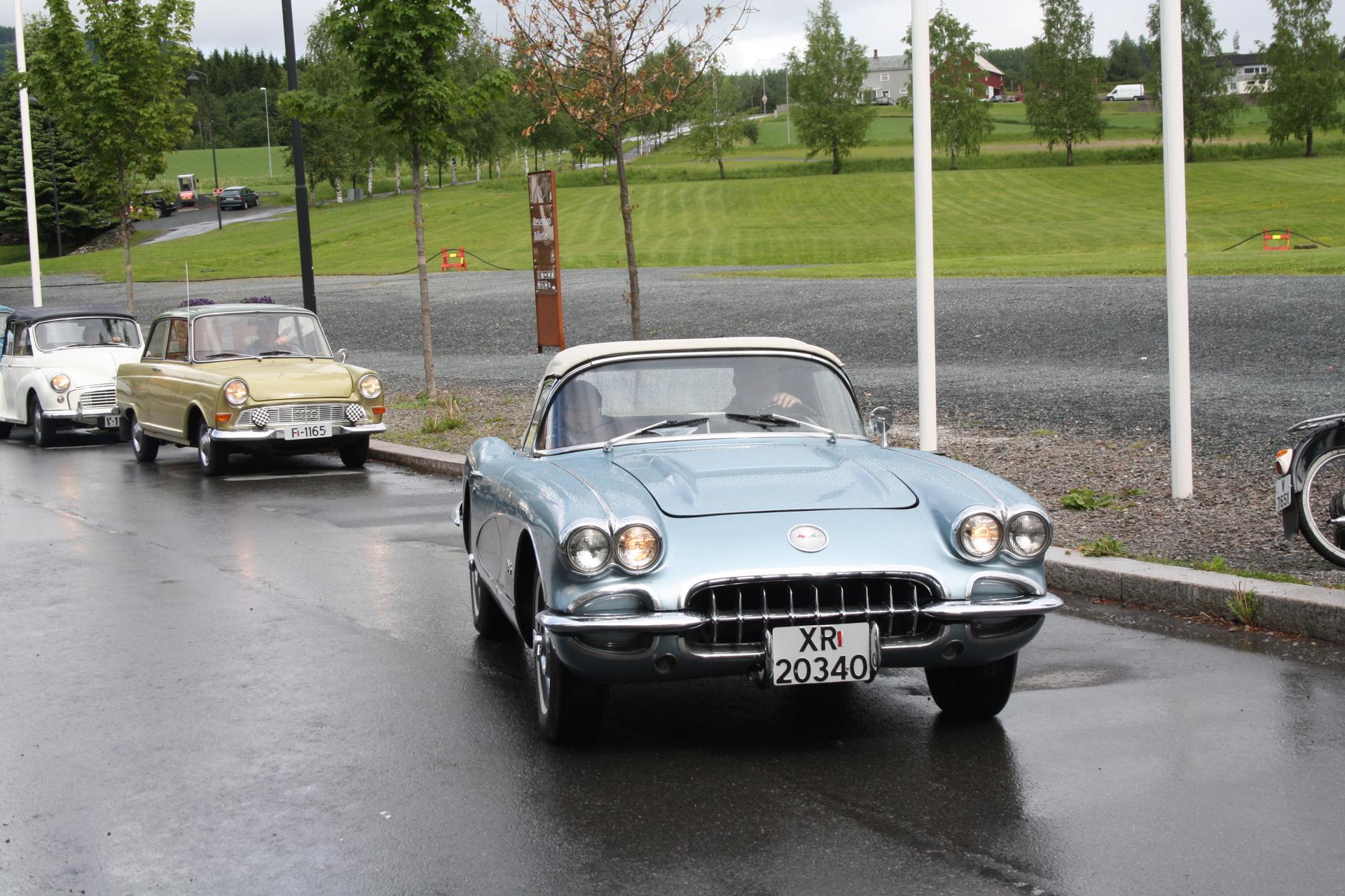 12 Svein i sin Corvette.JPG
