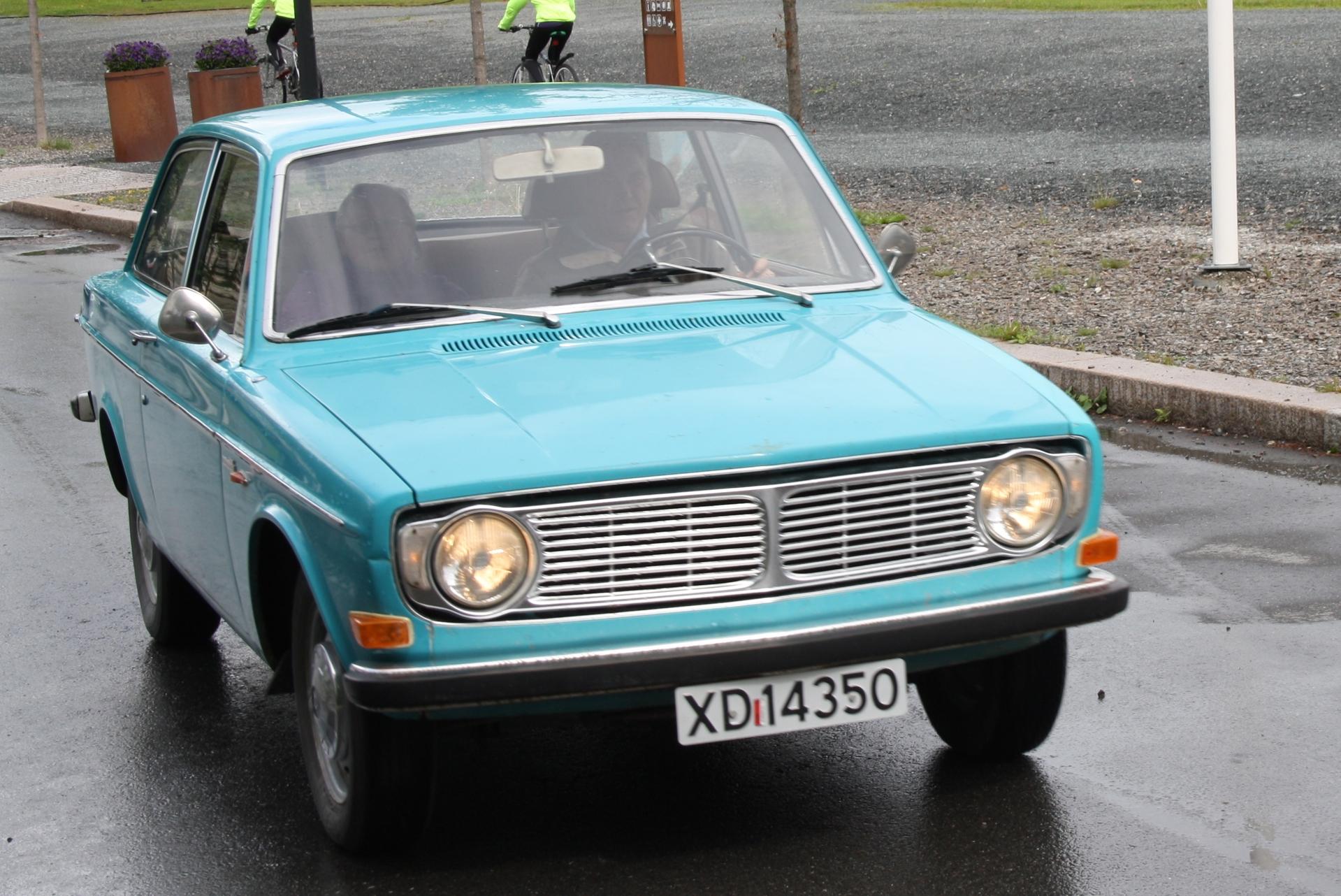 16 Volvo 142.JPG