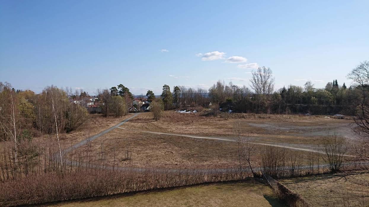 Planutvalget har vedtatt at bebyggelsen her på Ballerud «bør fortrinnsvis bestå av småhus- og rekkehusbebyggelse». Så gjenstår det å se hva det blir tilslutt.