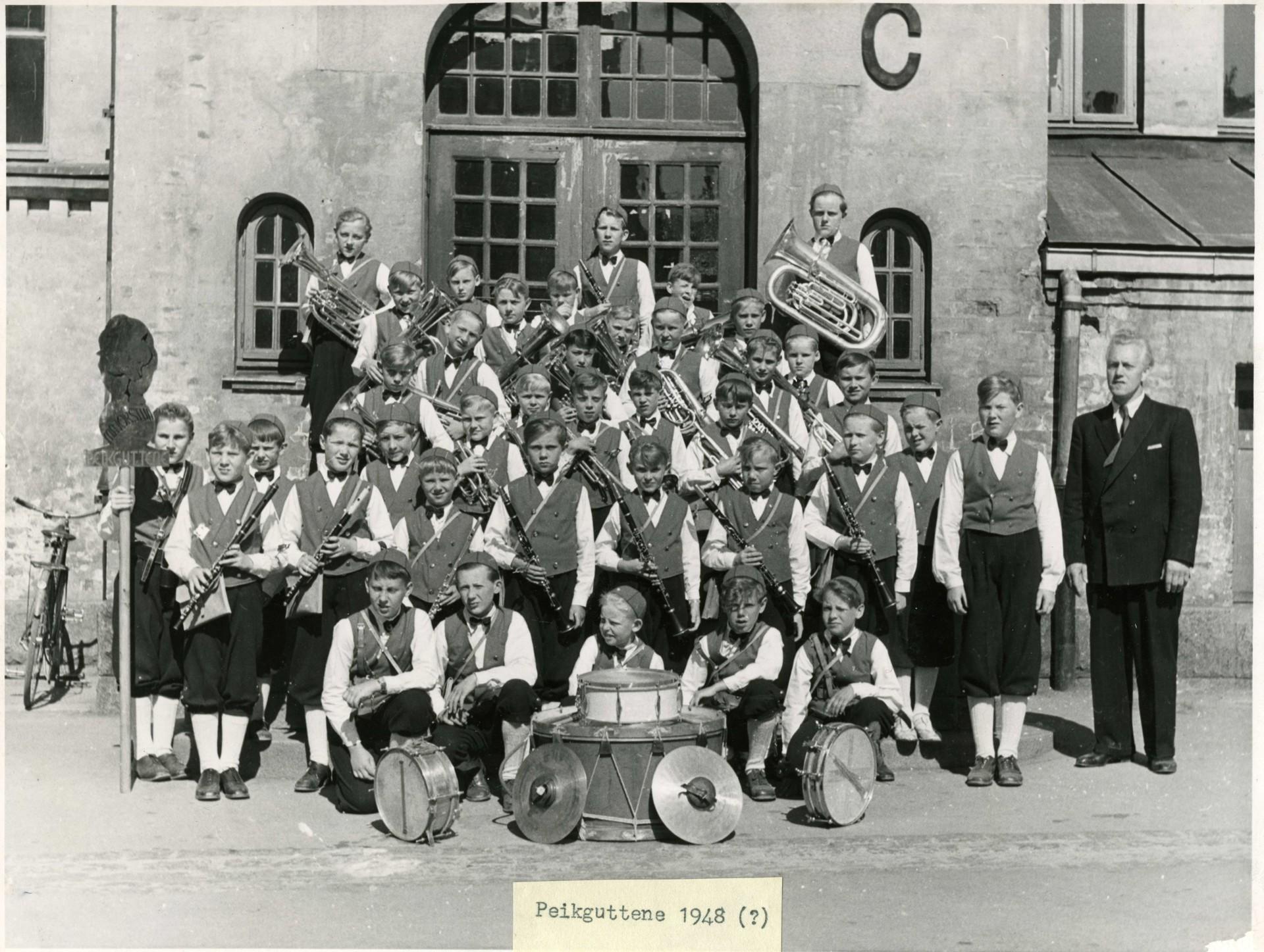 peikbilder_1948_korpset_gruppebilde.jpg