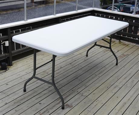 Sammenleggbare bord til salgs
