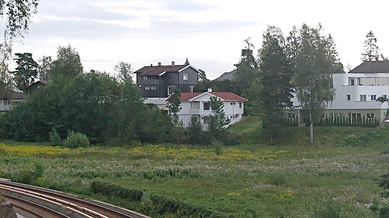 Bekkestuajordet mellom T-banelinjen og husene i Kleivveien. Er dette et småhusområde egnet for småhus eller en del av Bekkestua Sentrum egnet for høyhus?