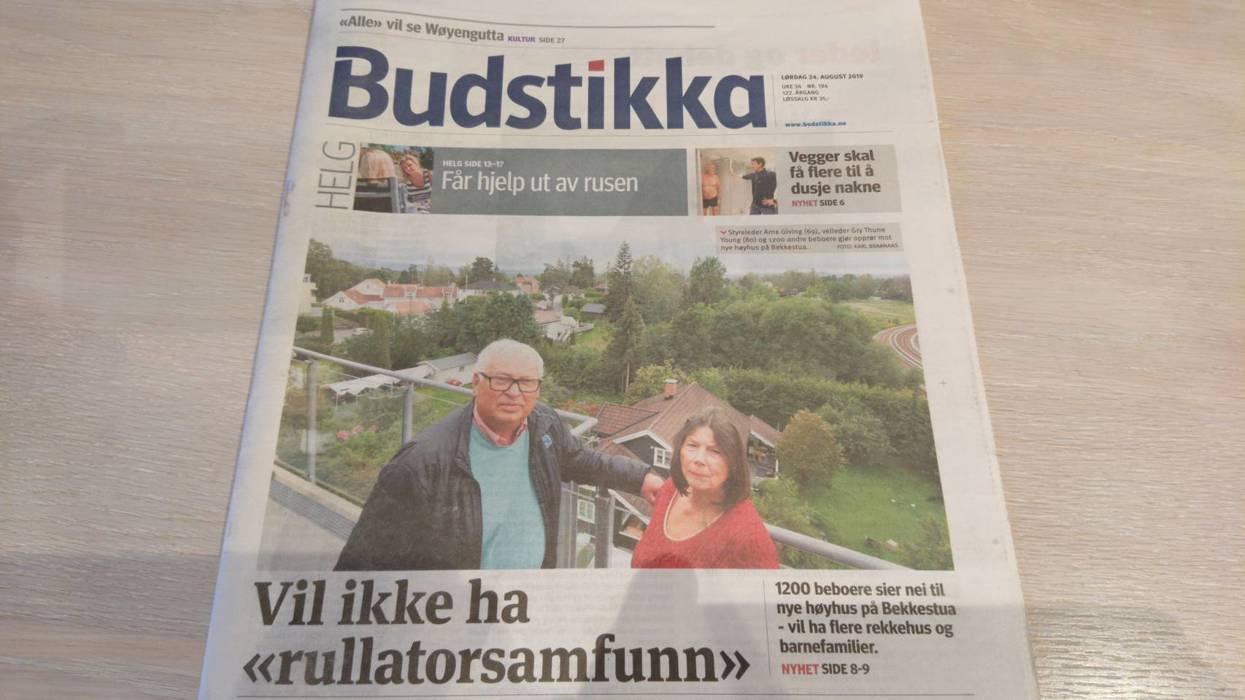 Styreleder Arne Giving i Bekkestuas Syd og leder for Bekkestua Vel, Gry Thune Young i helgas Budstikka.