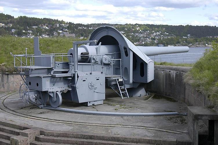 28_cm_gun_at_Oscarsborg_Fortress.jpg