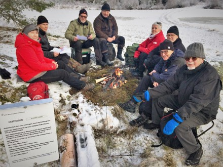 Husmannsgruppa plasserte 10. desember 2019 skilt på husmannsplassene Lille Siljevik, Lers, Hesthagen, Nytebingen, Holteberg og Åseby under Gjesteby. Her er bilder fra utsettingen i Torpedalen: