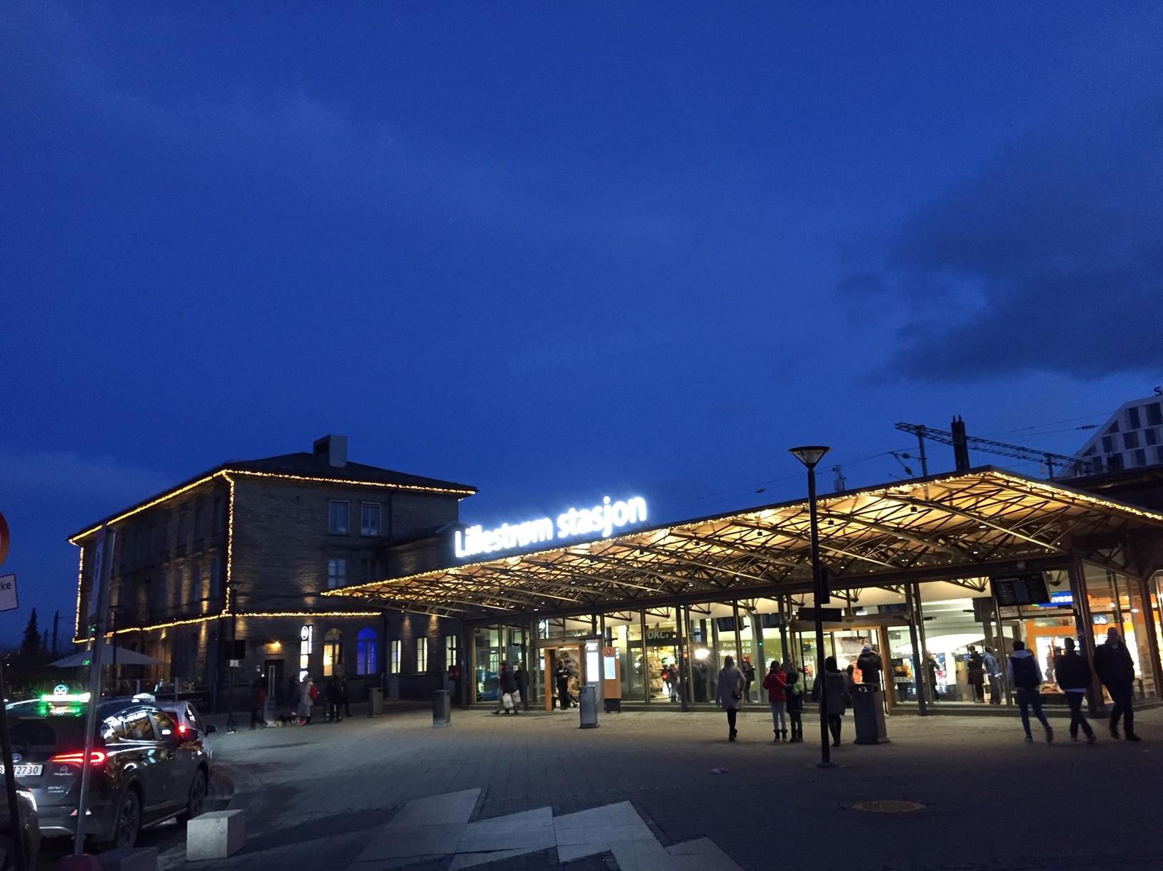IF Lillestrøm stasjon - julepyntet.jpg