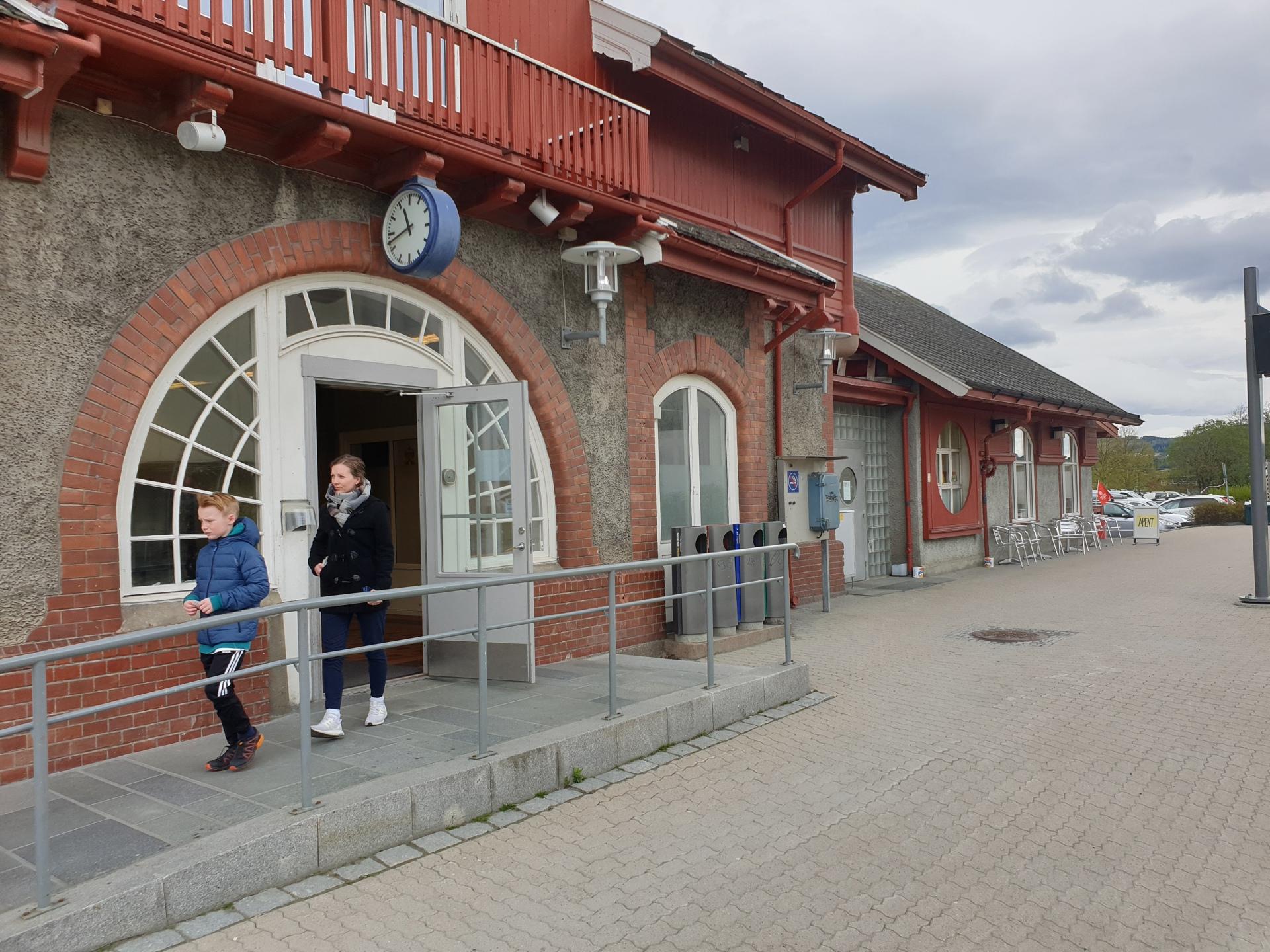 Verdal stasjon - vest.jpg