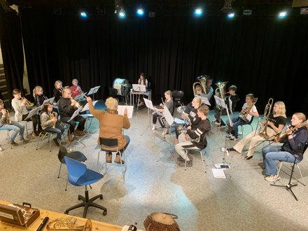 Seminar sammen med Kvitøy skolekorps for å øve inn RM-repertoar.