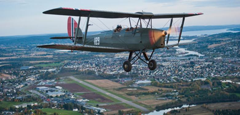 DH82 189 over Kjeller.png