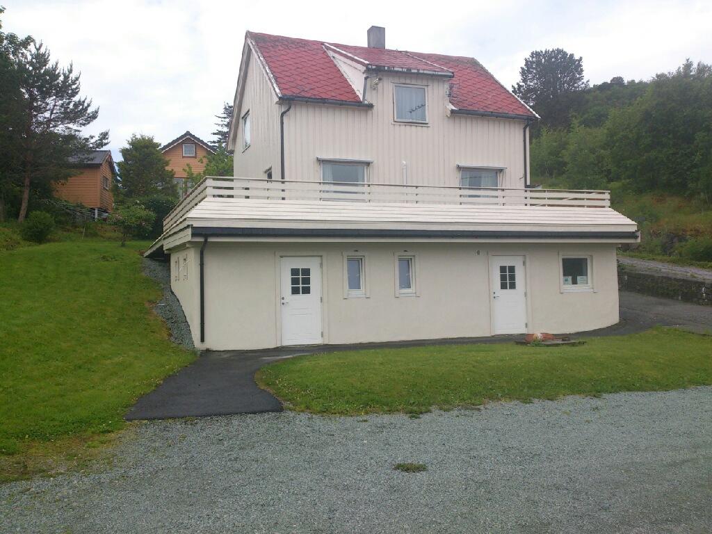 Sørheim, med servicebygg som tilbygg
