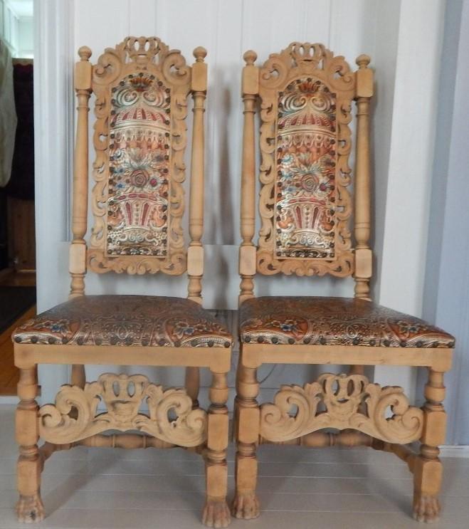 Gyllenlærstoler i Eina-kirke.JPG
