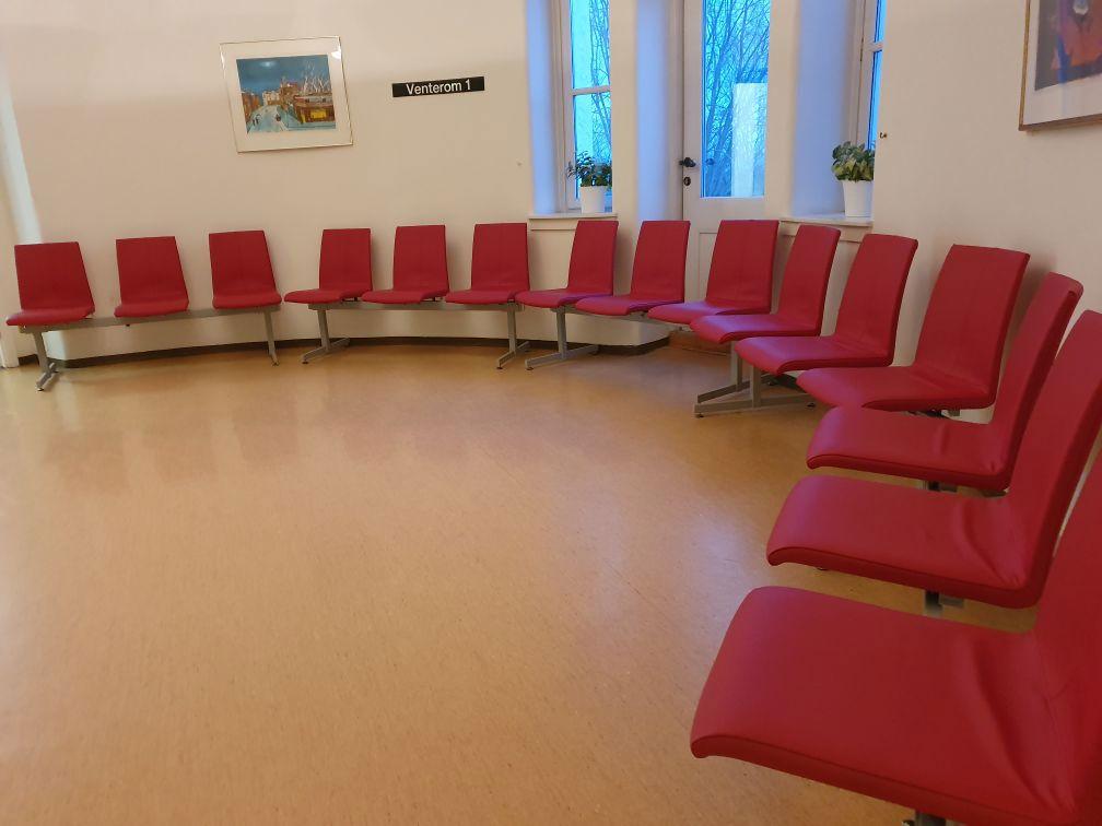 20200227 - Nye stoler dagkirurgi.jpg