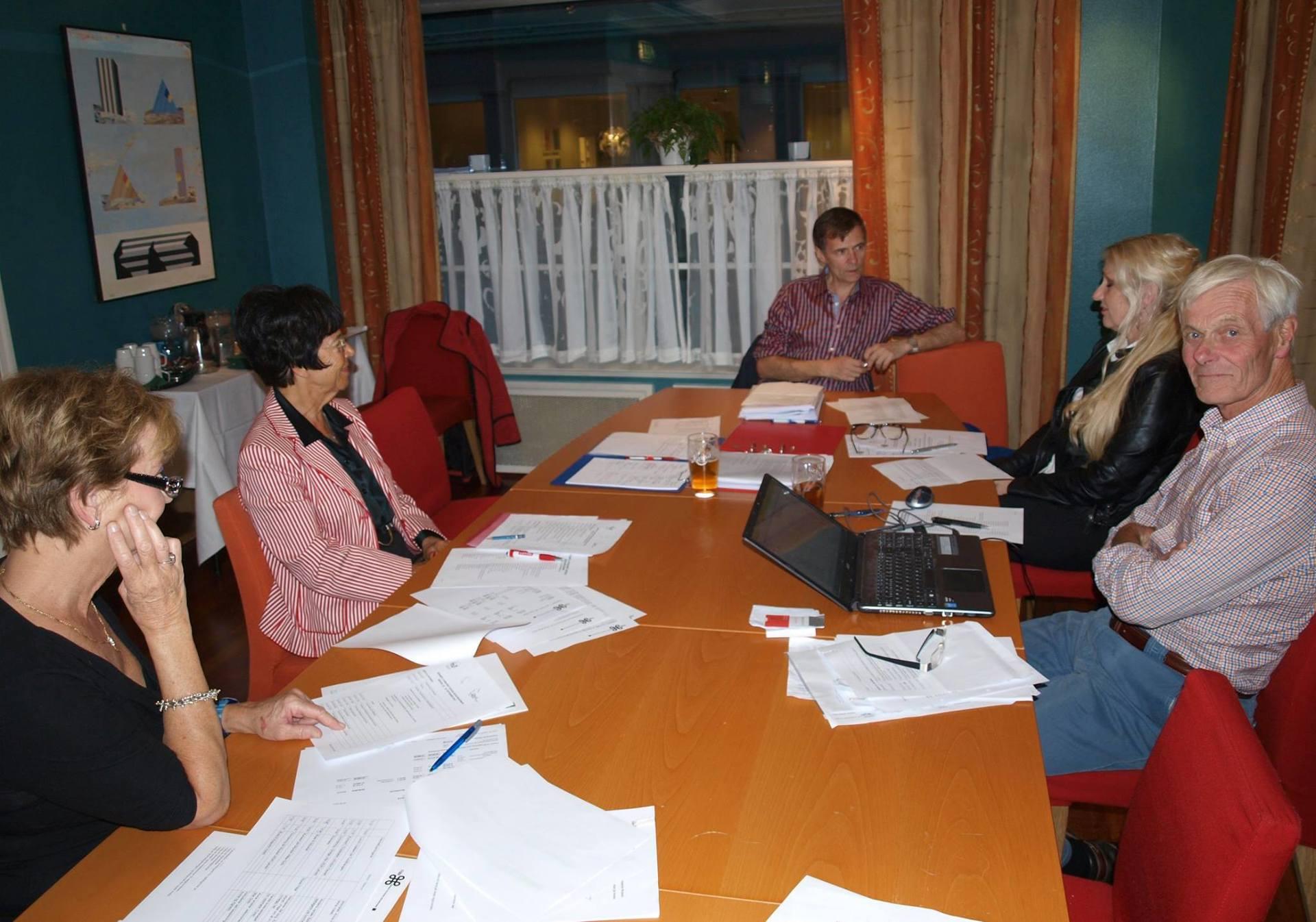 Forberedelse til styremøtet Bjørn Laastad.jpg