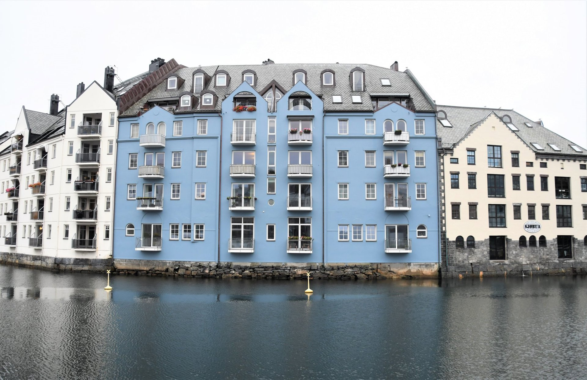 lyseblått hus.jpg