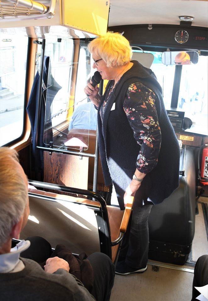 kari på busstur.jpg