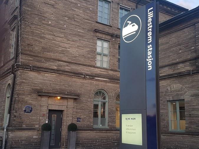 Minneplakett Lillestrøm stasjon.jpg