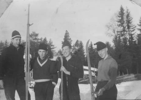 Skiløpere fra bygda.jpg