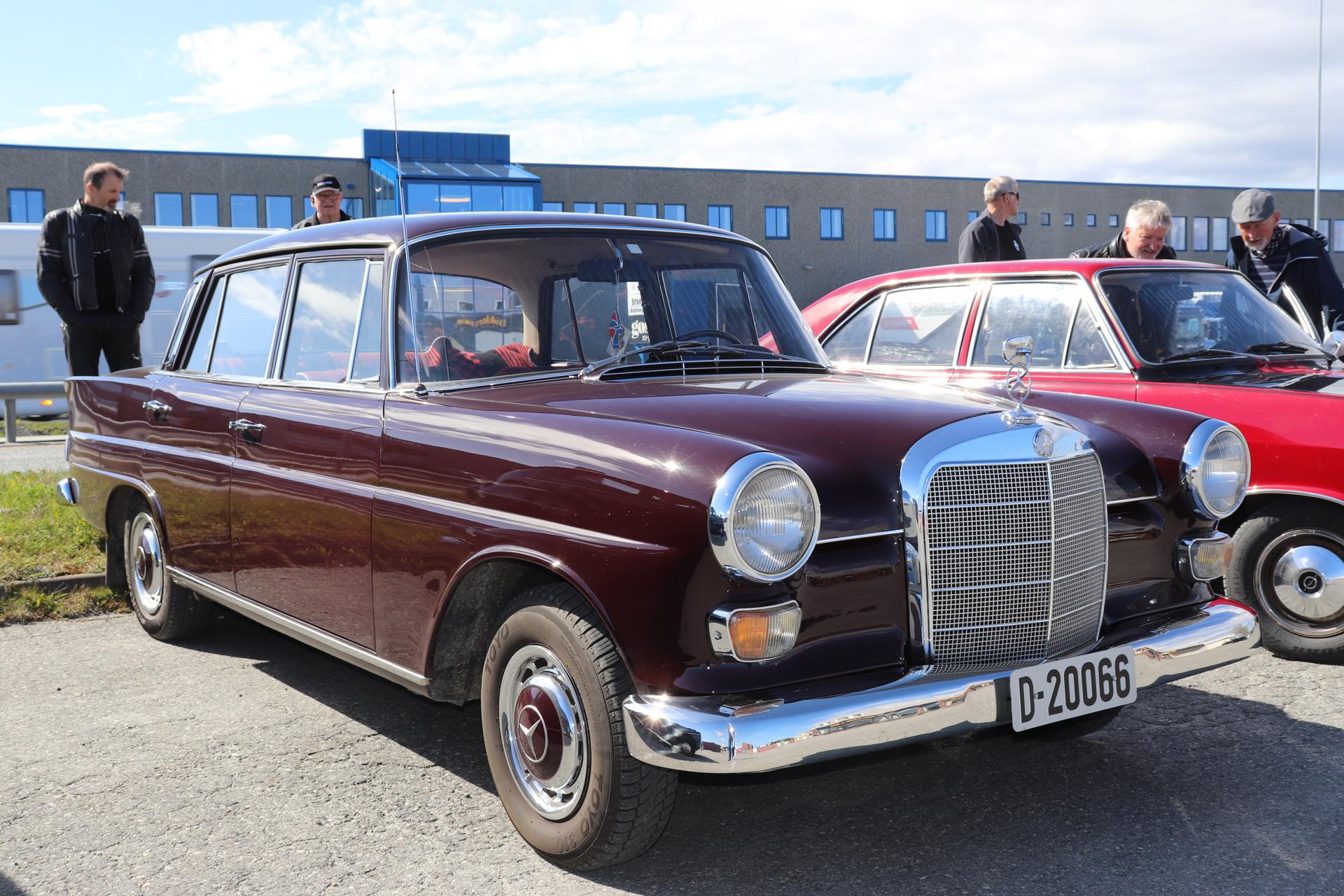 5 Mercedes 200 1966.JPG