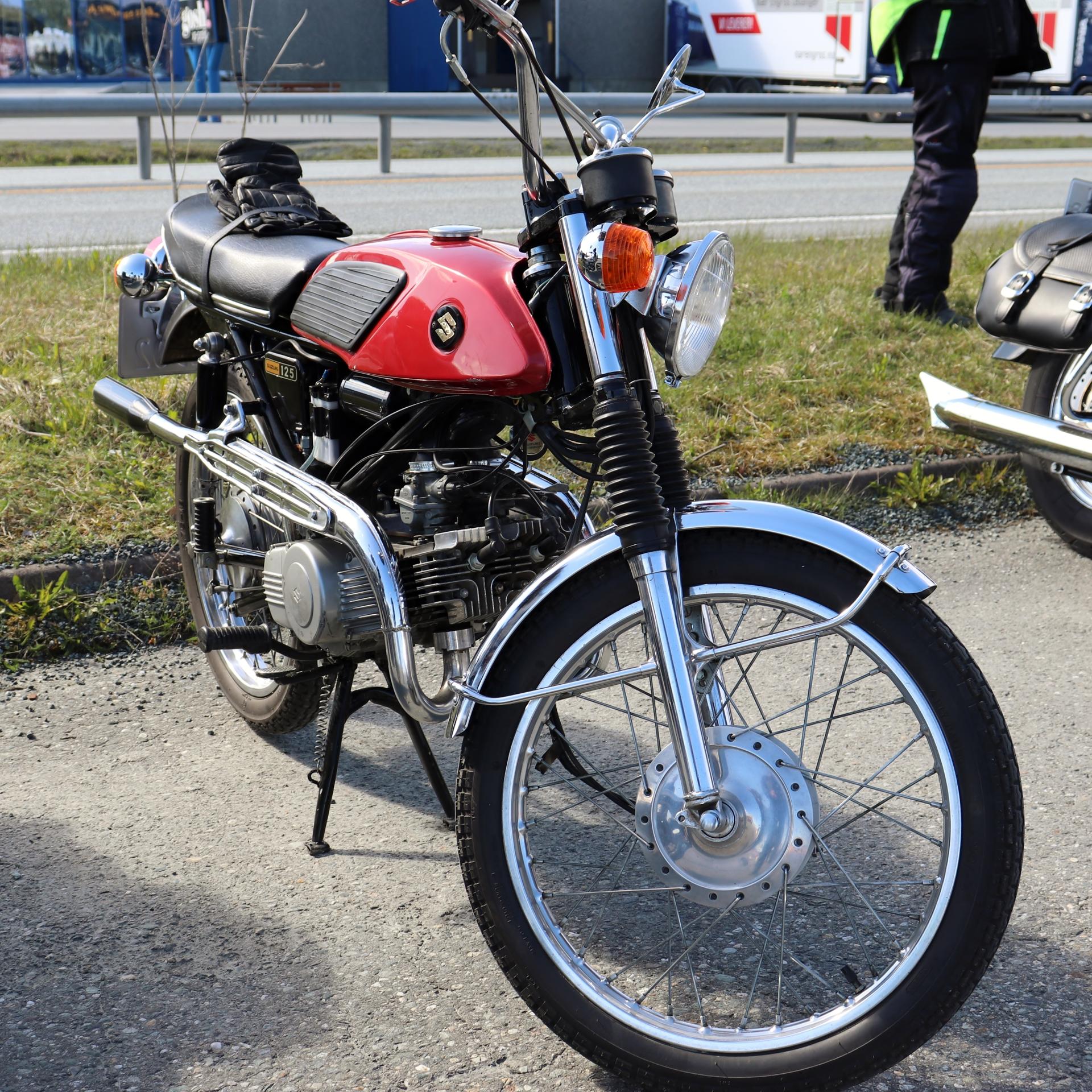 8 Suzuki 125.JPG
