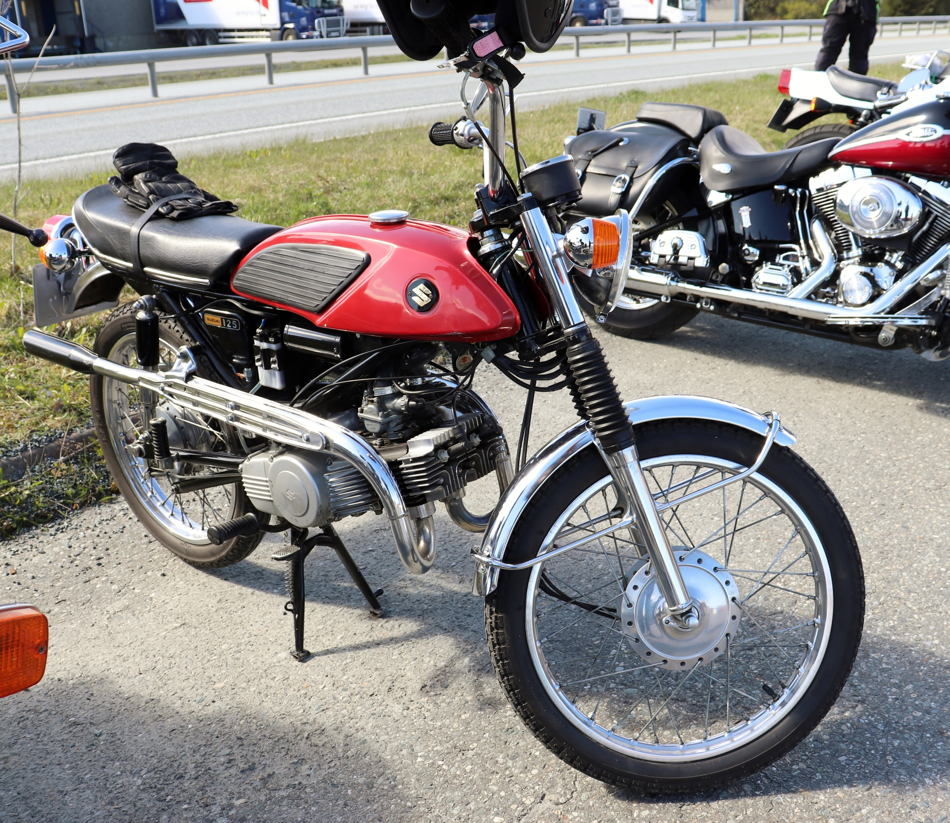 9 Suzuki 125.JPG