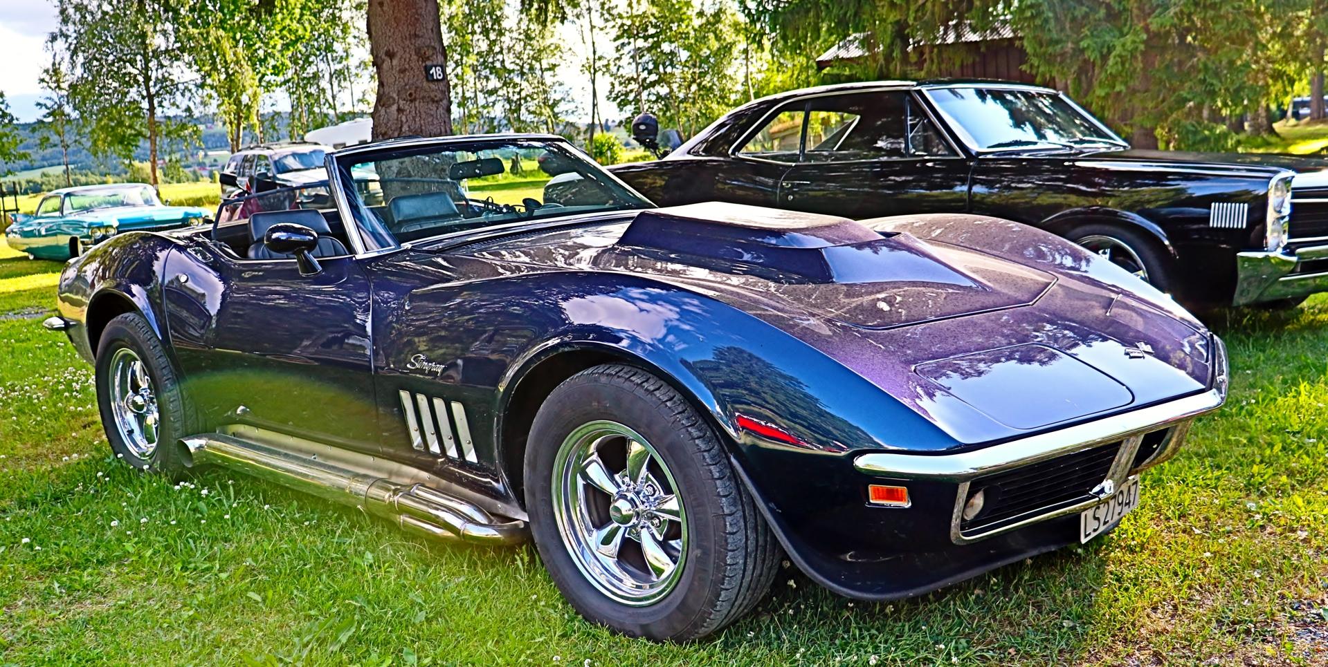 Chevrolet Corvette.JPG