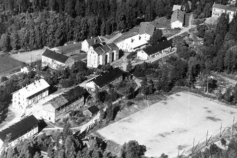 Hoveddelen av boligmassen samt idrettsbanen i 1955