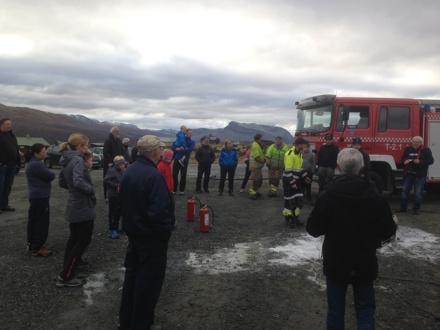 Fredag 7. oktober 2016 arrangerte vi temadag om sikkerhet på Syndinstøga. Vi hadde besøk av brannvesenet med tema forebygging og slukking av brann. Samtidig var det førstehjelpsinstruksjon inne.