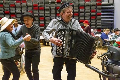 Hatteparty på Bruket Kulturhus. Foto: Odd-Rune Wang