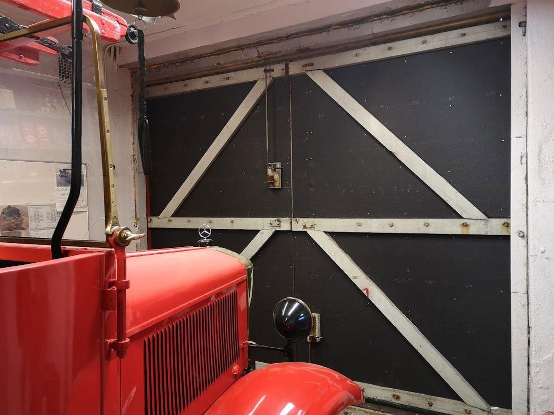 019 Brannbilen lurer på når den får ut igjen