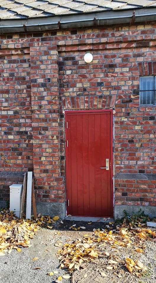 004 Ny dør montert inn i hullet.