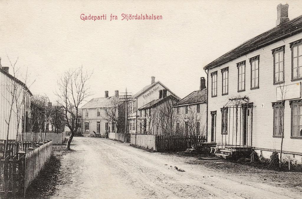 Gateparti fra Stjørdalshalsen.jpg
