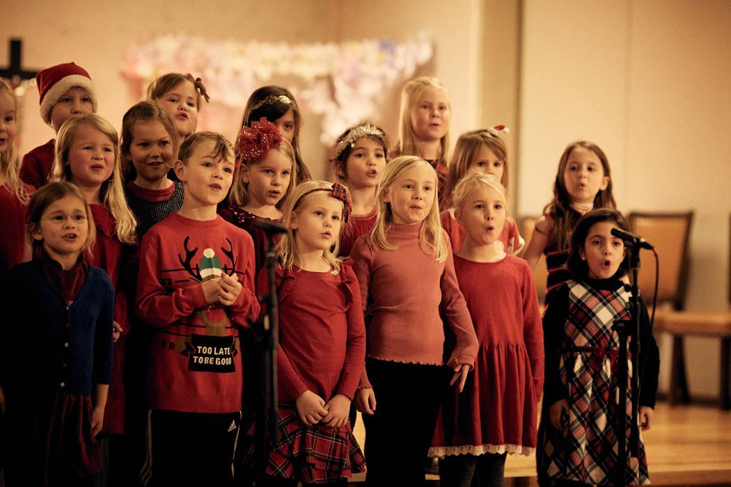 HusebySkolekor_RøaKirke_Førsteklasse__B5D0047_FotoHelgeBrekke.jpg