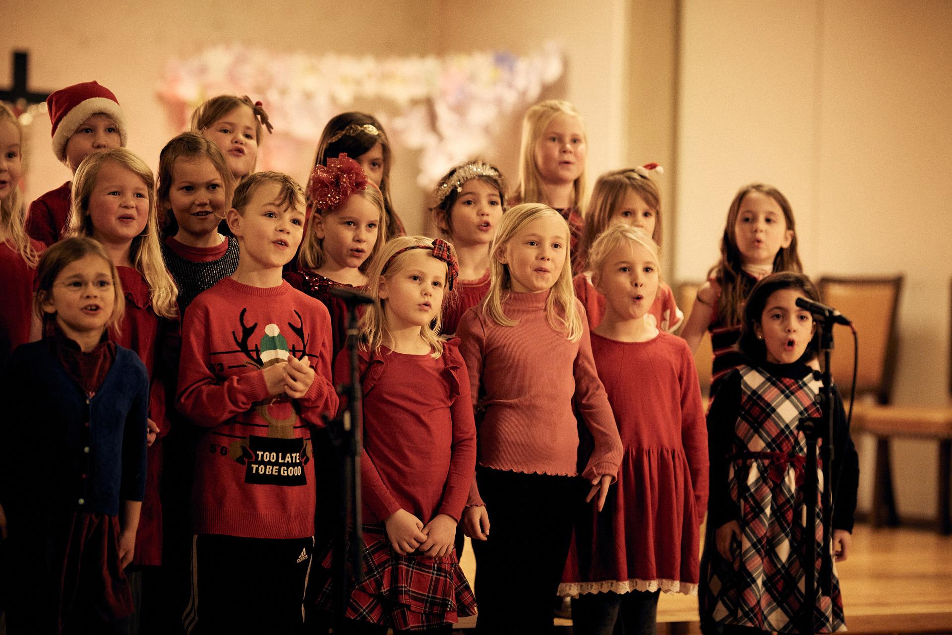 HusebySkolekor_RøaKirke_Førsteklasse__B5D0047_Foto
