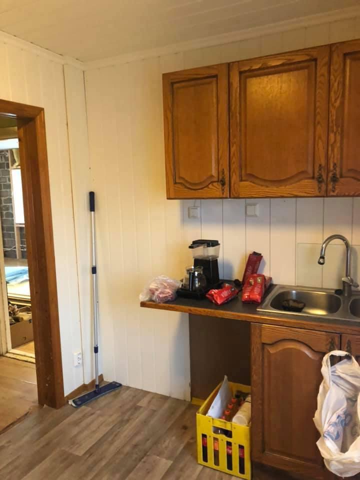 Kjøkken mot vest og stue 26.12.20.jpg