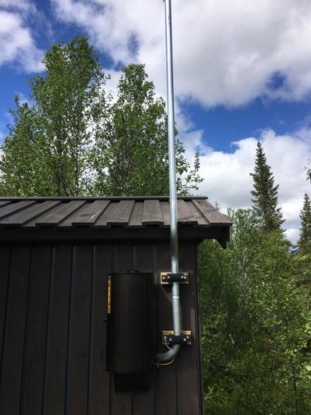 Antenne på transformator til NTE i Finnvola Midtre. Denne er til bruk for automatisk avlesning av strøm-målere. Disse vil bli montert etterhvert hos hver enkelt hytteeier. Alle vil få beskjed om dette, når det skal finne sted.