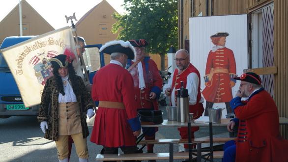 Tordenskiolds Soldater fikk den ære å saluttere med ni skudd da Statsraad Lehmkuhl ankom Stavern havn