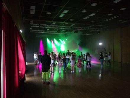 Diskokveld i Kulturhuset. Igjen over 200 aktive og danseglade barn- og ungdommer. Takk til Totallyd for spnsing av lyd, lys og masse røyk!