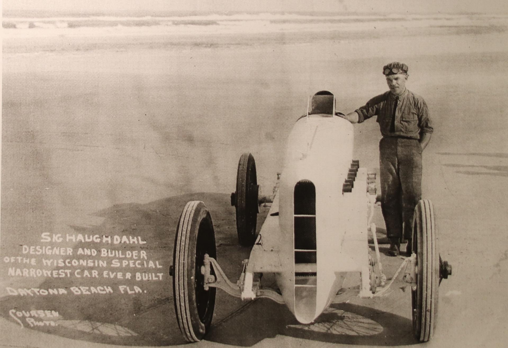 Sig. Haughdahl med sin bil